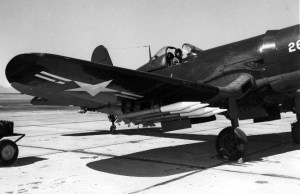 F4U Corsair con cohetes anti tanques